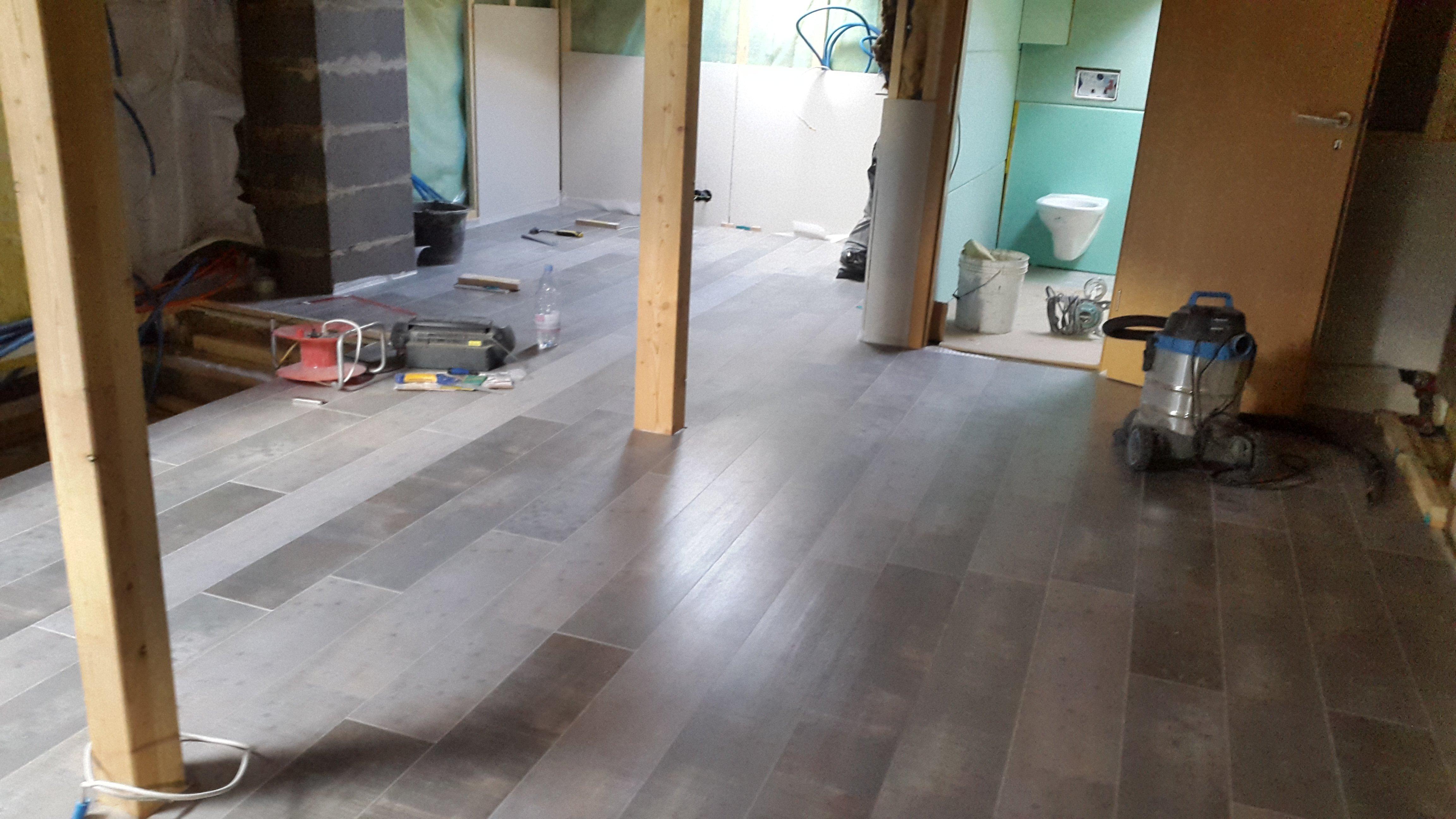 Rénovation Dune Maison De Parquet Fini Carrelage Commencé - Carrelage j